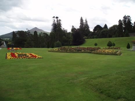 パワーズコートの庭